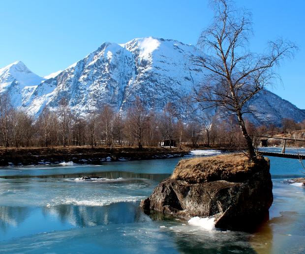 Fjell og elva Rauma i Romsdal 2